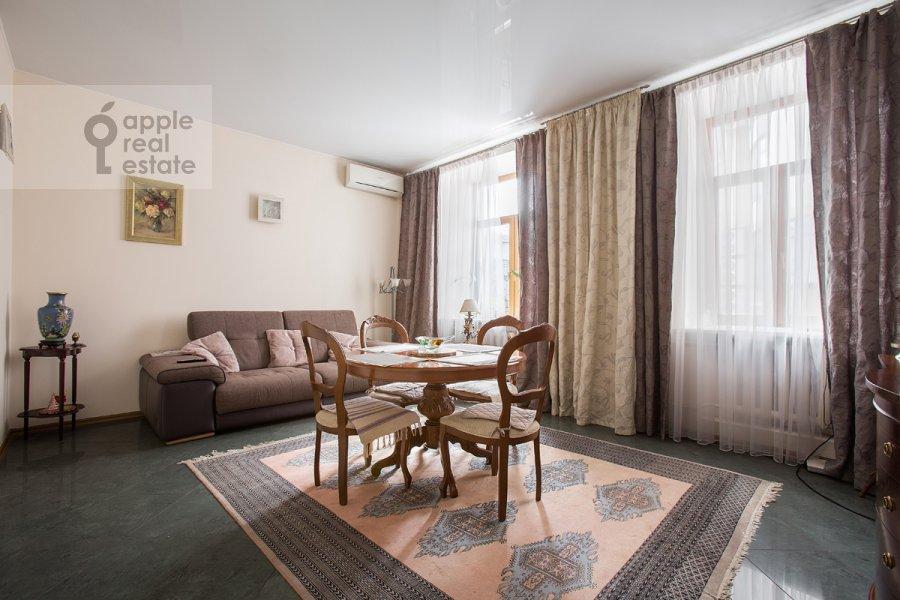 Гостиная в 3-комнатной квартире по адресу Цветной бульвар 22с4
