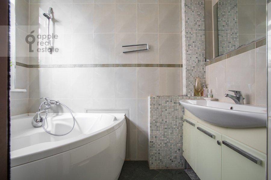 Санузел в 3-комнатной квартире по адресу Цветной бульвар 22с4