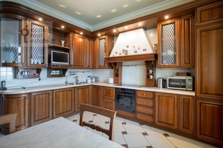 Кухня в 4-комнатной квартире по адресу Тверской бульв. 16с5