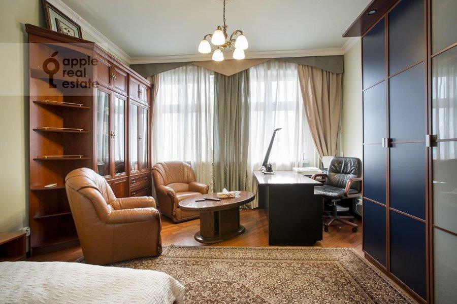 Детская комната / Кабинет в 4-комнатной квартире по адресу Тверской бульв. 16с5