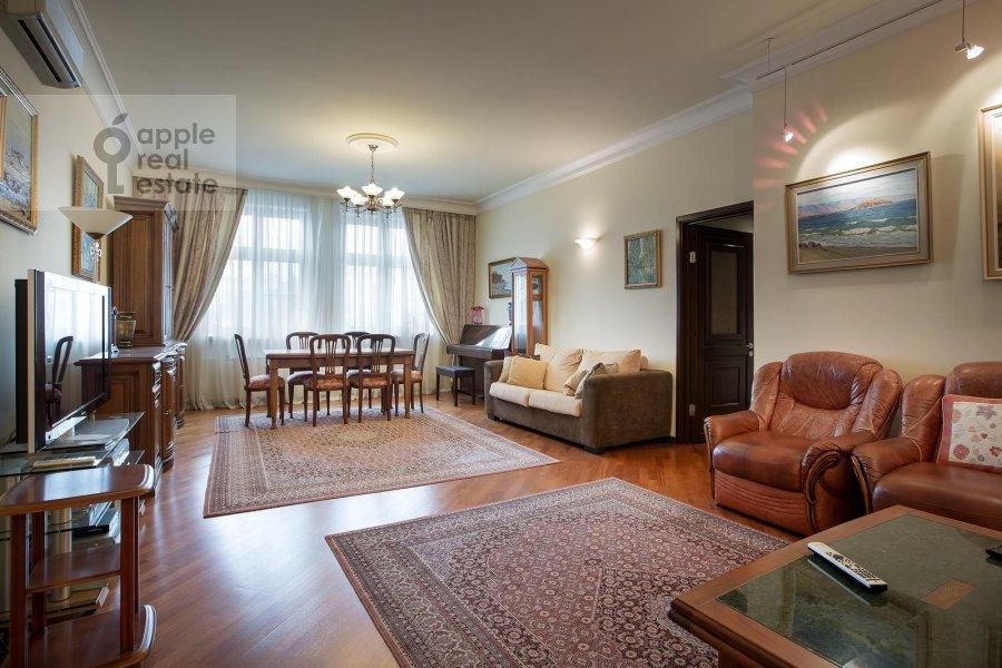 Гостиная в 4-комнатной квартире по адресу Тверской бульв. 16с5