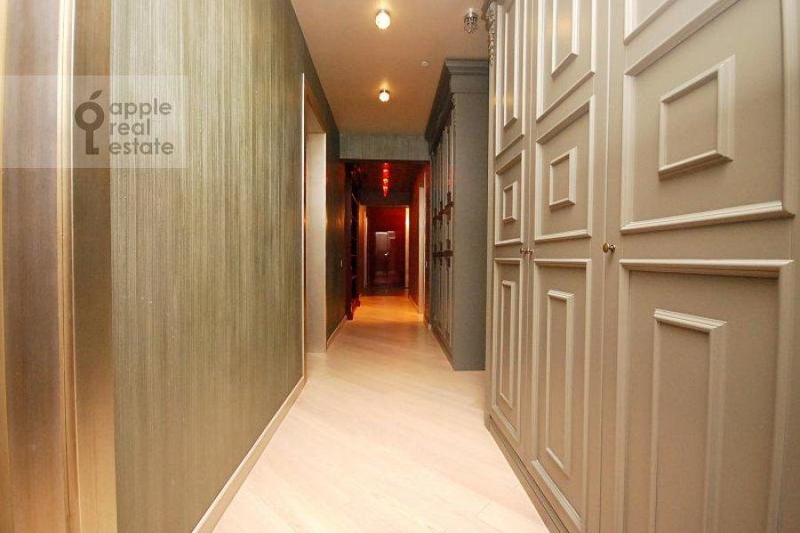 Corridor of the 4-room apartment at Mosfil'movskaya ul. 70k1