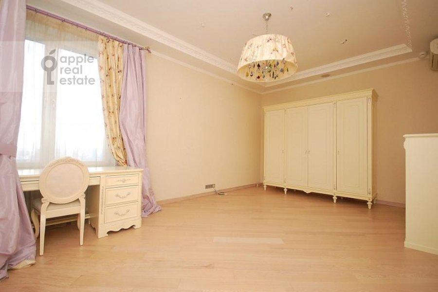 Детская комната / Кабинет в 4-комнатной квартире по адресу Мосфильмовская ул. 70к1