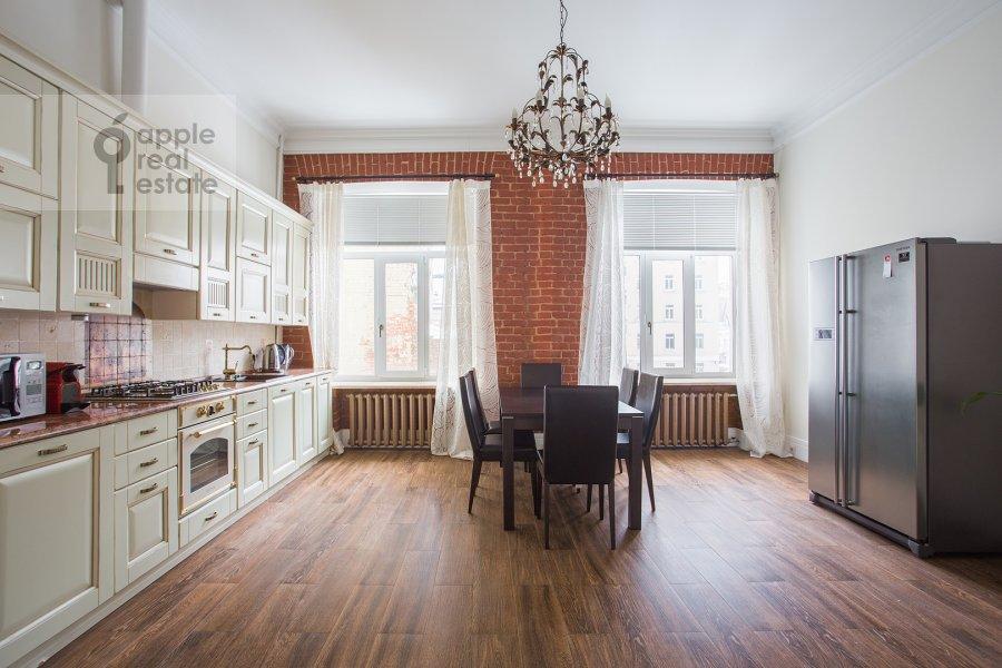 Кухня в 3-комнатной квартире по адресу Дмитровка Малая ул. 23/15с2