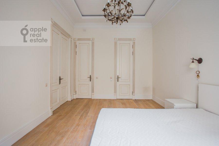 Спальня в 3-комнатной квартире по адресу Дмитровка Малая ул. 23/15с2