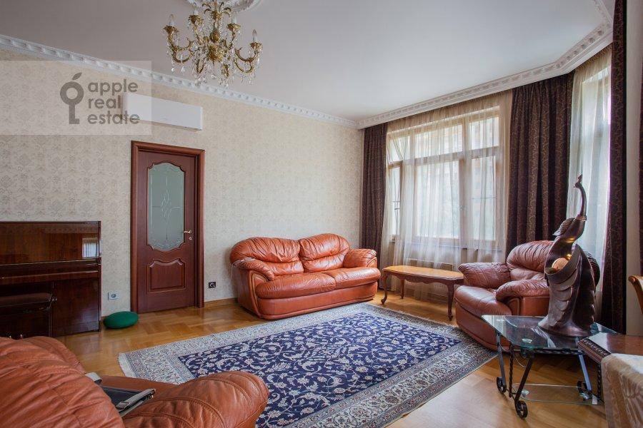 Living room of the 4-room apartment at Lomonosovskiy prospekt 25k1