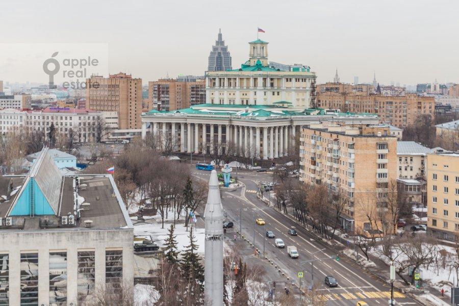 Вид из окна в 4-комнатной квартире по адресу улица  Советской Армии 6