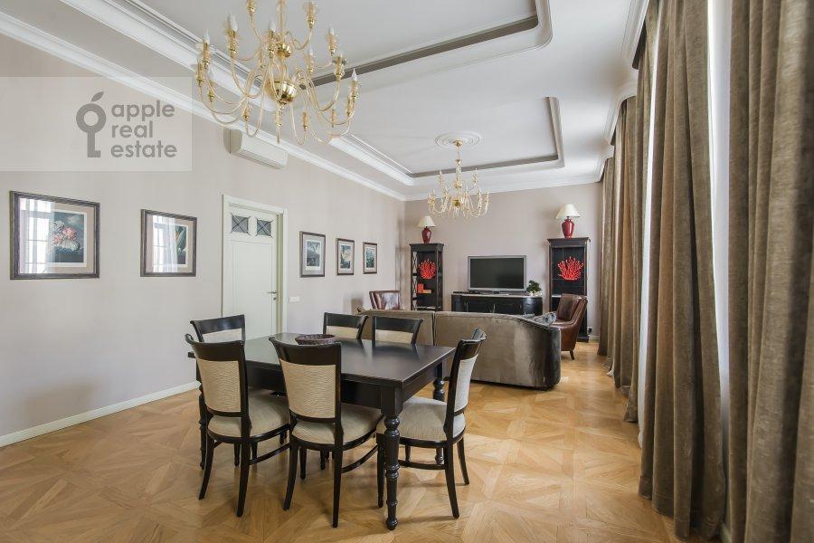 Living room of the 4-room apartment at Sadovaya Bol'shaya ul. 10