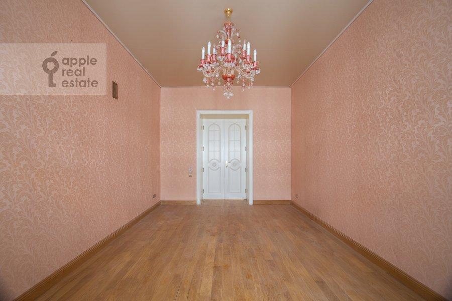 Children's room / Cabinet of the 6-room apartment at Myasnitskaya ul. 24/7s1