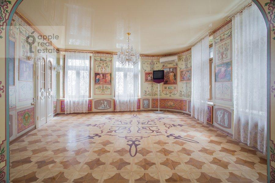 Living room of the 6-room apartment at Myasnitskaya ul. 24/7s1