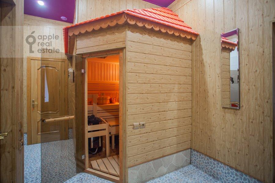 Bathroom of the 6-room apartment at Myasnitskaya ul. 24/7s1