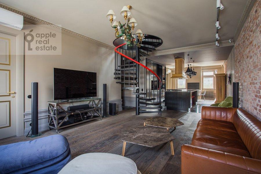 Гостиная в 4-комнатной квартире по адресу Патриарший Большой пер. 4