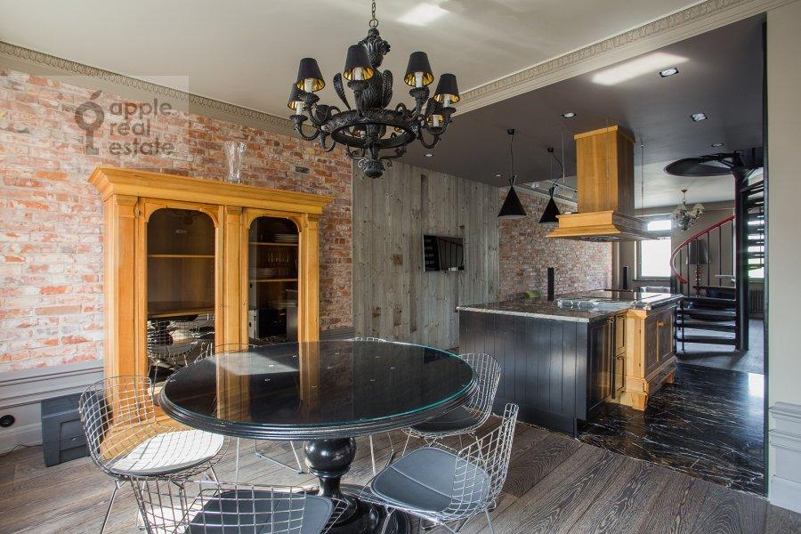 Кухня в 4-комнатной квартире по адресу Патриарший Большой пер. 4