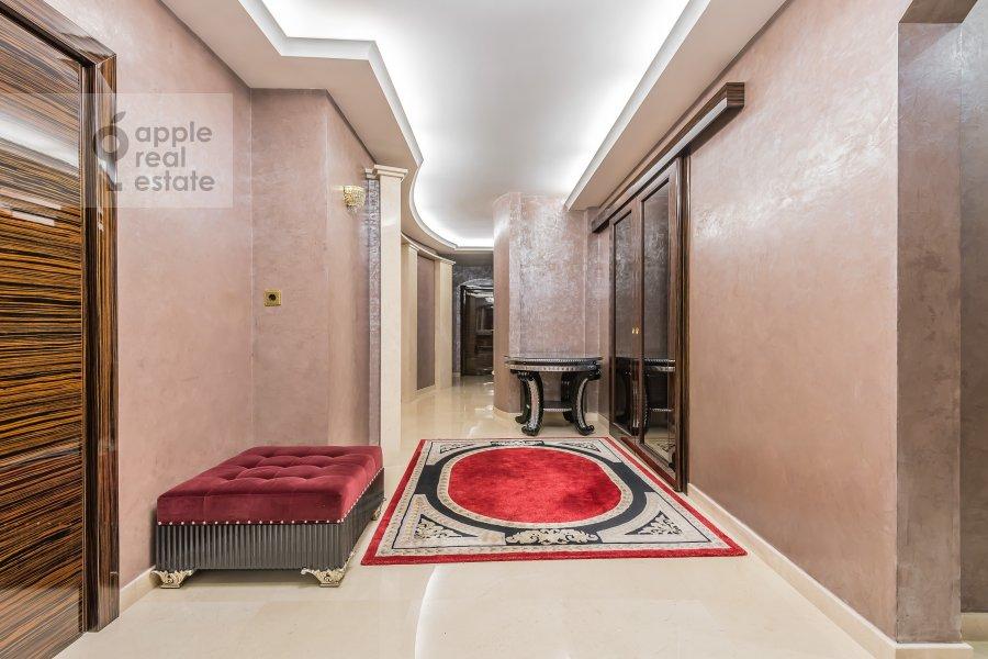 Corridor of the 4-room apartment at 1-y Smolenskiy pereulok 17