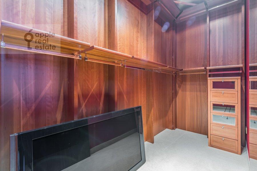Walk-in closet / Laundry room / Storage room of the 4-room apartment at 1-y Smolenskiy pereulok 17