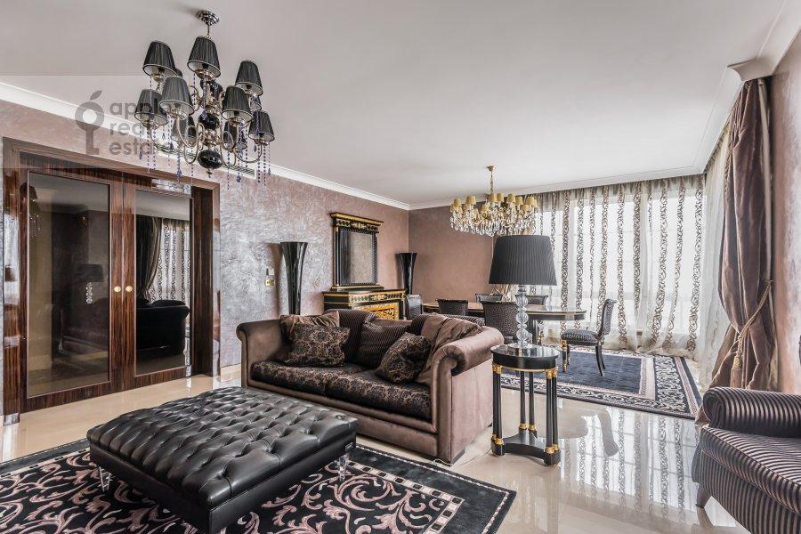 Living room of the 4-room apartment at 1-y Smolenskiy pereulok 17