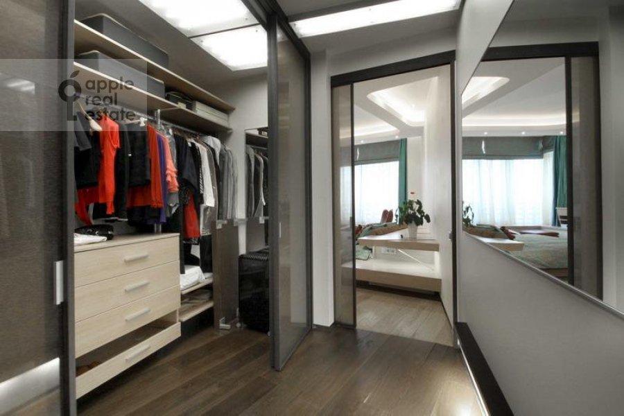 4-комнатная квартира по адресу Колобовский 1-й пер. 14
