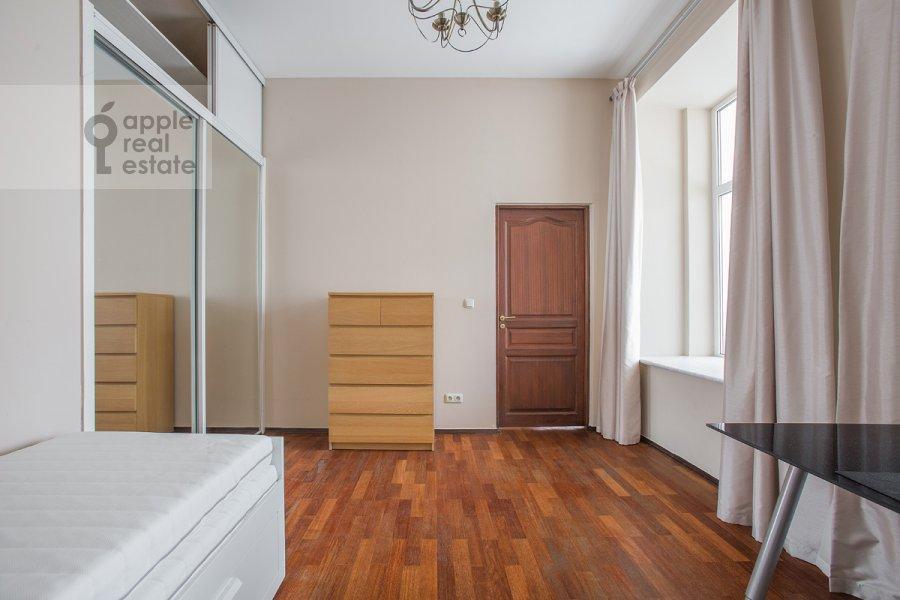 Living room of the 4-room apartment at Zhukovskogo ul. 7