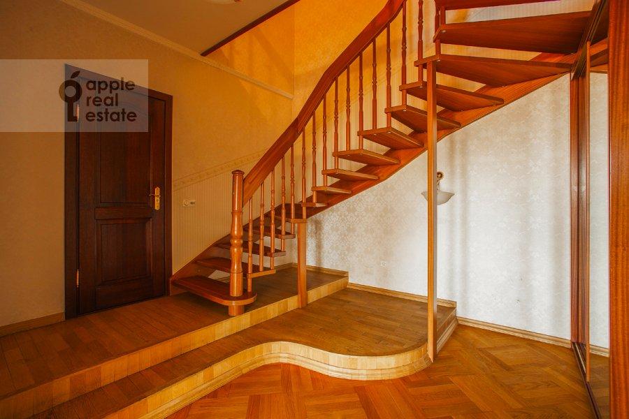 Corridor of the 5-room apartment at Tverskaya ul 28k2