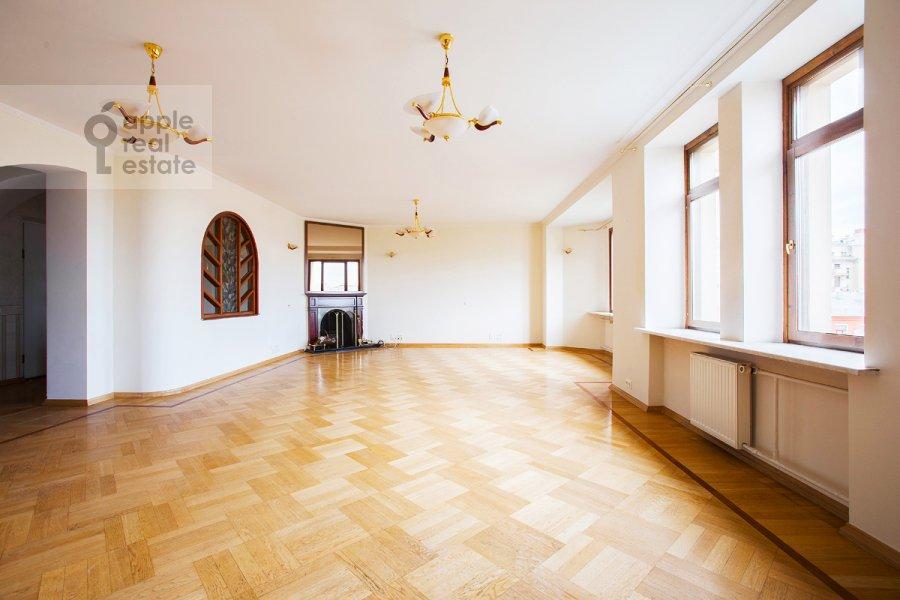 Living room of the 5-room apartment at Tverskaya ul 28k2