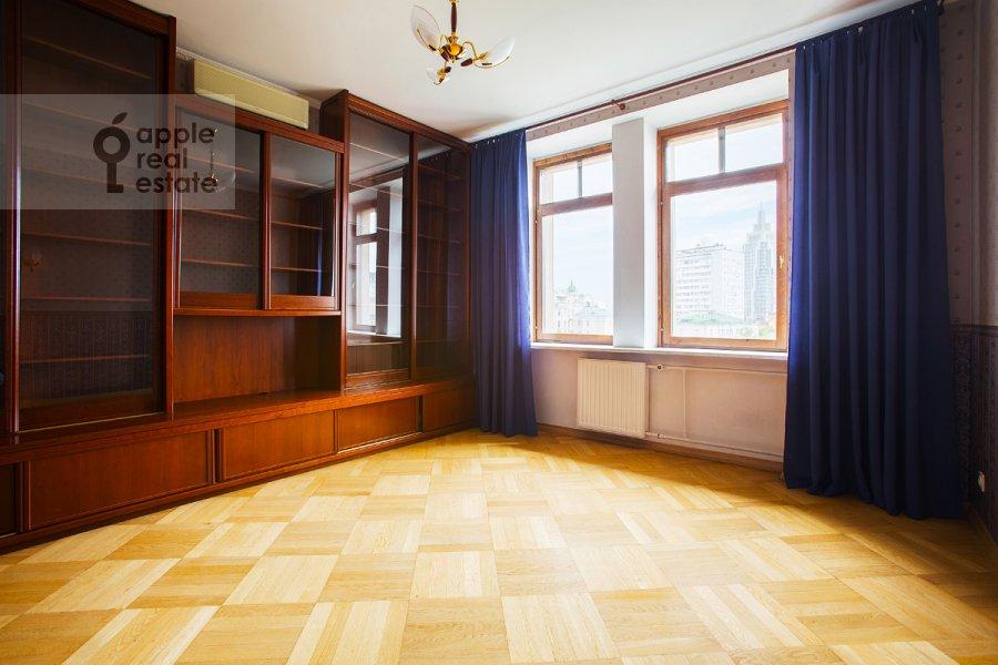 Children's room / Cabinet of the 5-room apartment at Tverskaya ul 28k2