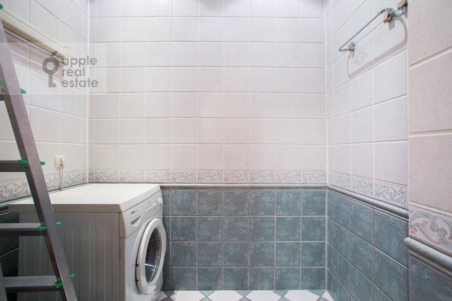 Walk-in closet / Laundry room / Storage room of the 5-room apartment at Tverskaya ul 28k2