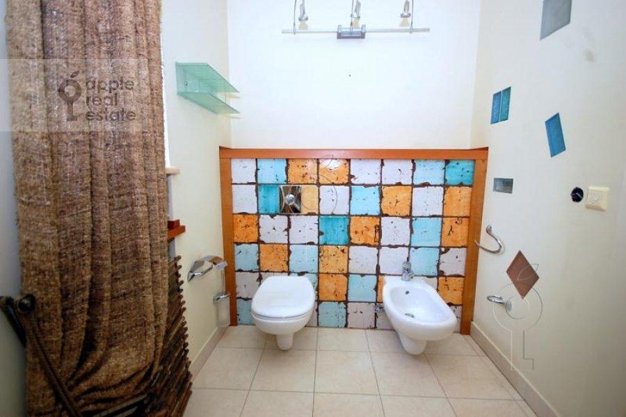 Санузел в 6-комнатной квартире по адресу Татарская Большая ул. 30с2