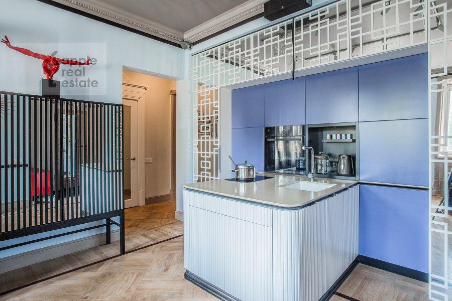 Кухня в 4-комнатной квартире по адресу Новопесчаная ул. 20/10к1