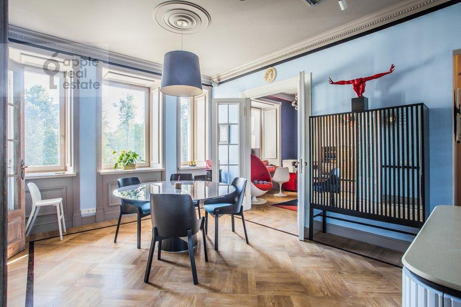 Гостиная в 4-комнатной квартире по адресу Новопесчаная ул. 20/10к1