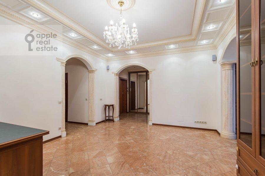 Гостиная в 4-комнатной квартире по адресу Мосфильмовская улица 70к6