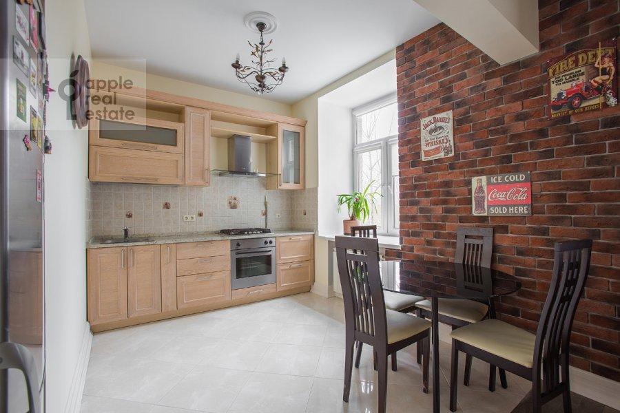 Кухня в 2-комнатной квартире по адресу Кутузовский пр-т. 4к2