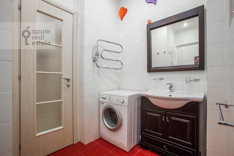 Санузел в 2-комнатной квартире по адресу Кутузовский пр-т. 4к2