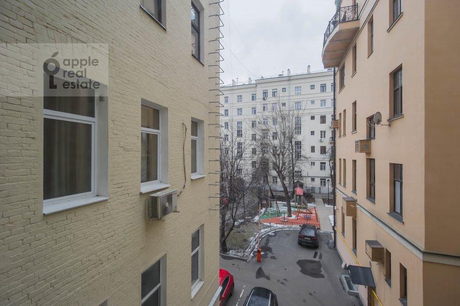 Living room of the 4-room apartment at Eropkinskiy per. 11