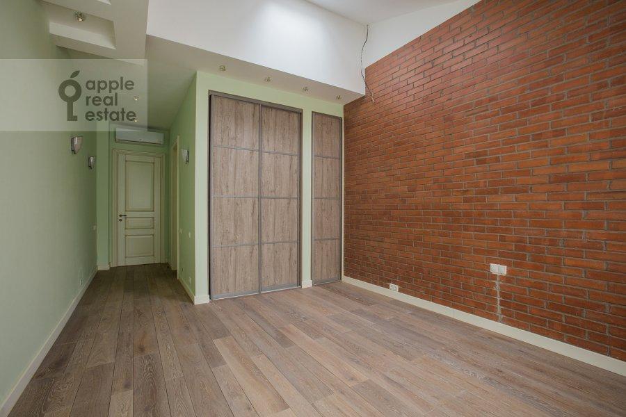 6-room apartment at ul. Fadeeva 4A