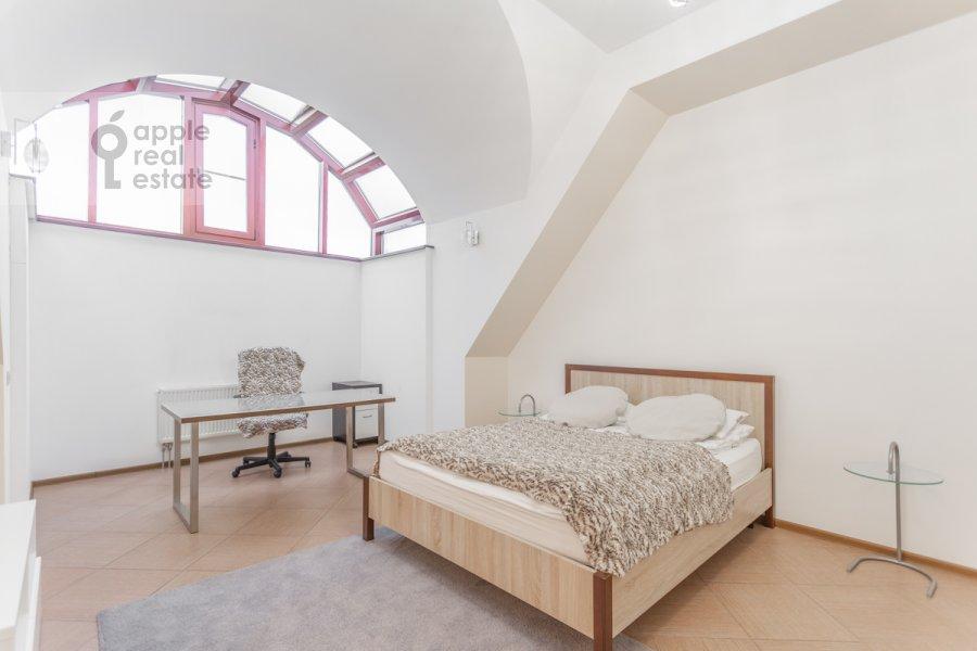 Bedroom of the 5-room apartment at Varsonof'evskiy per. 6