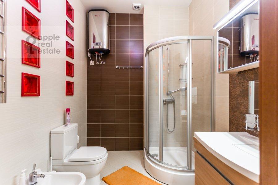 Санузел в 5-комнатной квартире по адресу Варсонофьевский пер. 6