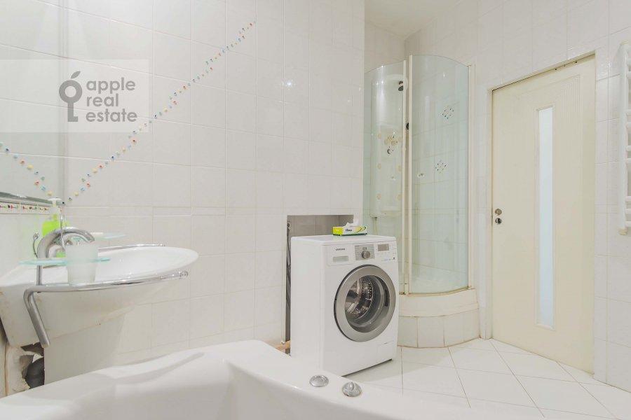 Bathroom of the 2-room apartment at Tverskaya ul. 6