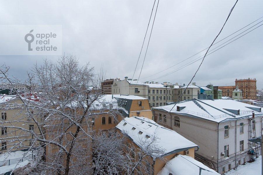 Вид из окна в 4-комнатной квартире по адресу Покровка 42с6