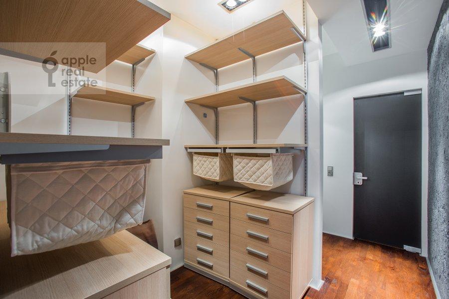 Гардеробная комната / Постирочная комната / Кладовая комната в 4-комнатной квартире по адресу Климашкина 17С2