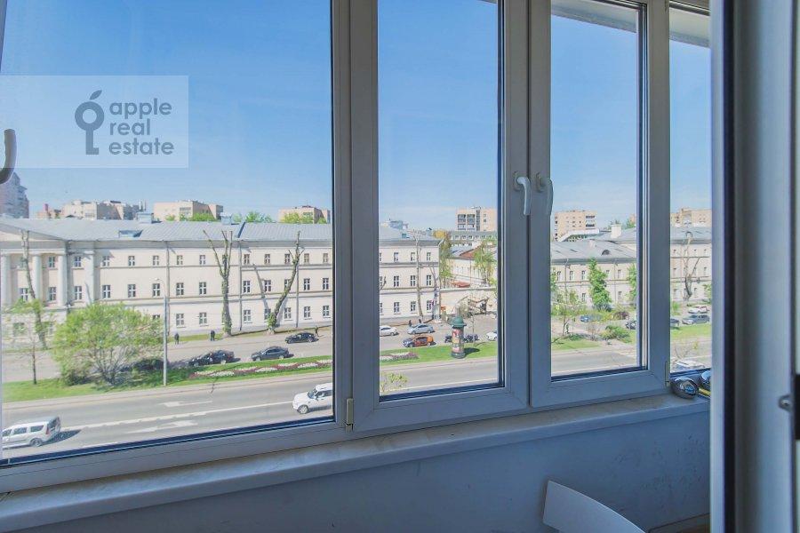 Living room of the 3-room apartment at Komsomol'skiy prospekt 19