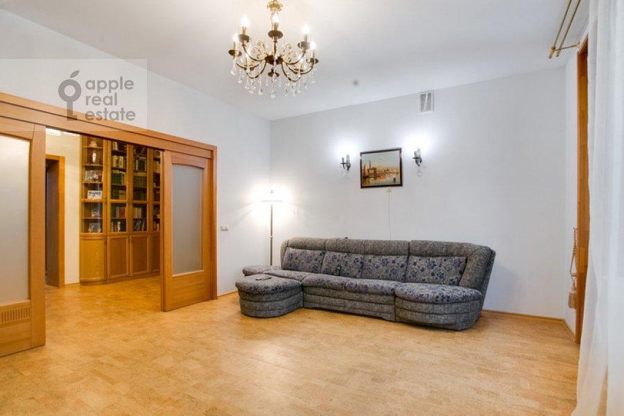 Living room of the 3-room apartment at Spiridonovka 19