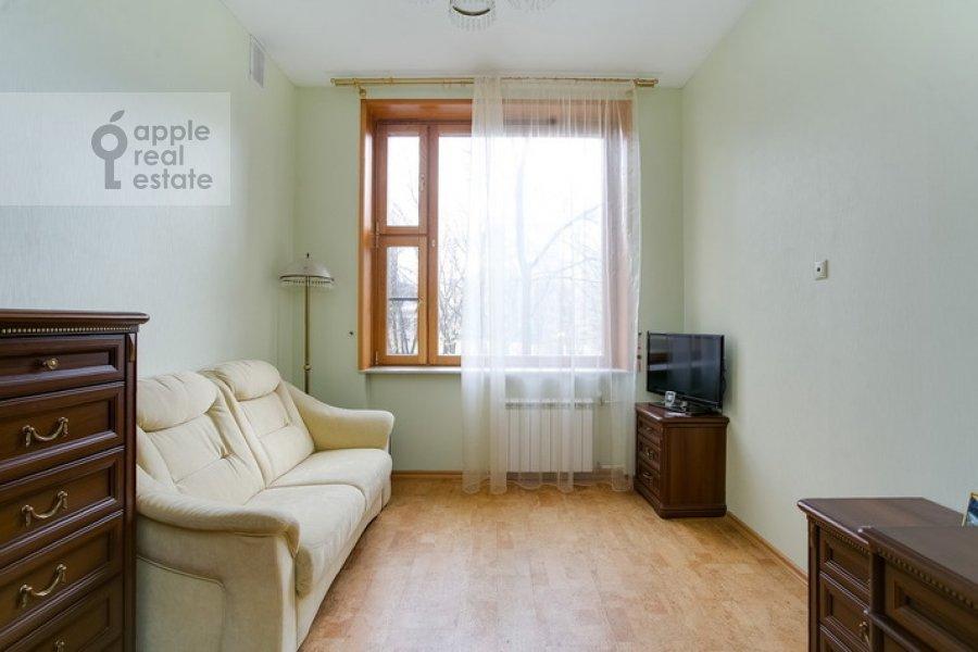 Children's room / Cabinet of the 3-room apartment at Spiridonovka 19