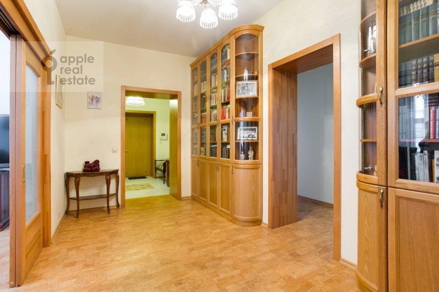 Corridor of the 3-room apartment at Spiridonovka 19