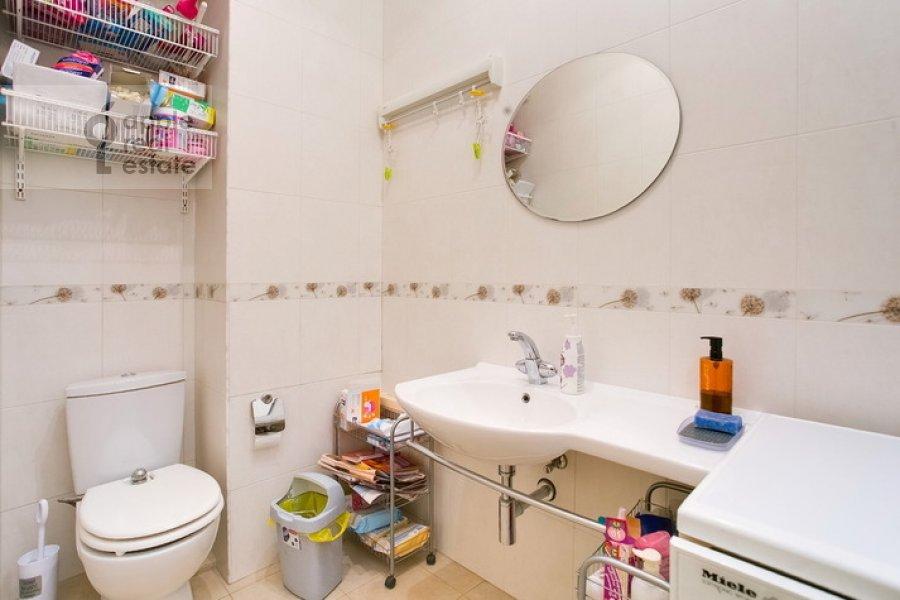 Bathroom of the 3-room apartment at Spiridonovka 19