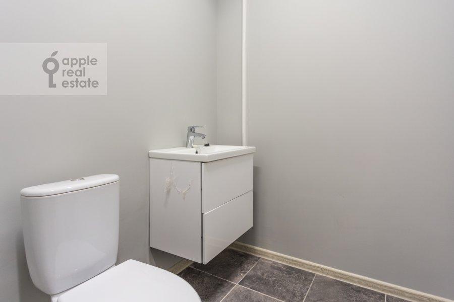 Bathroom of the 3-room apartment at Bol'shaya Sadovaya ul., d. 5, k. 1-2 5