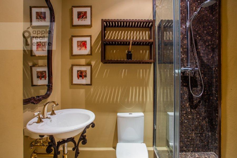 Bathroom of the 4-room apartment at Spiridon'evskiy pereulok 12/9