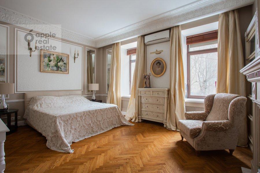 Bedroom of the 4-room apartment at Spiridon'evskiy pereulok 12/9