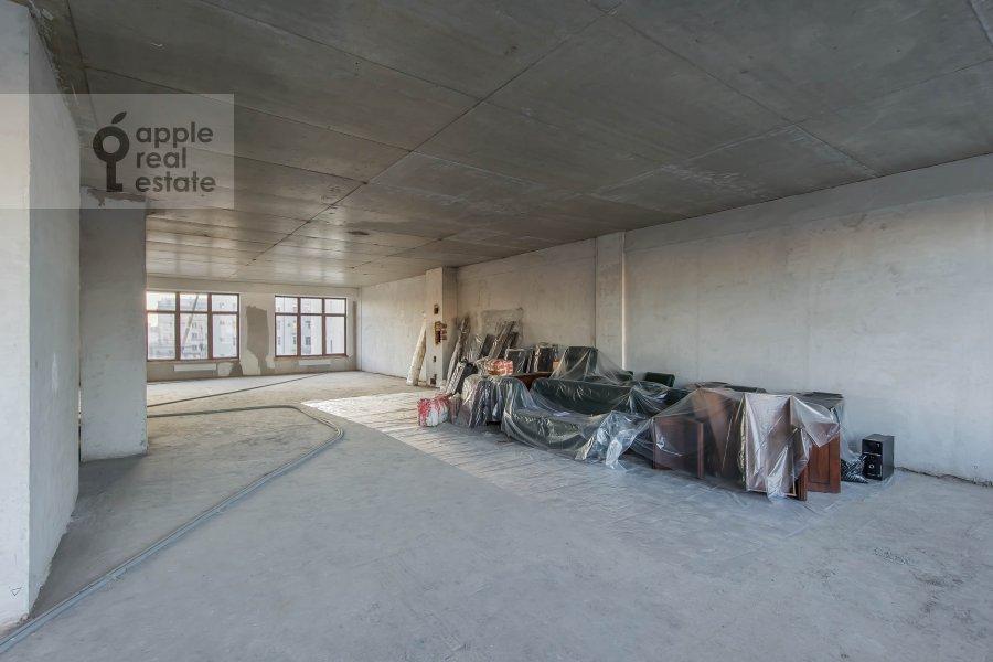 Living room of the 4-room apartment at Eropkinskiy per. 16/23