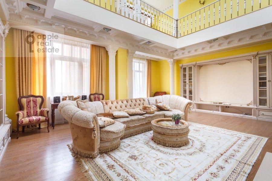 Гостиная в 3-комнатной квартире по адресу Нежинская улица 8К3