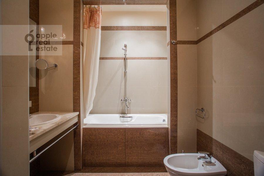 Bathroom of the 3-room apartment at Kazachiy 2-y per. 4 s 1
